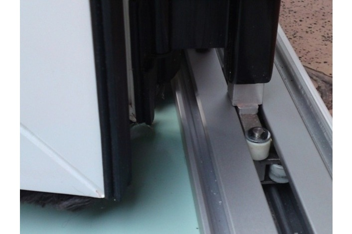 Aluminium threshold track system