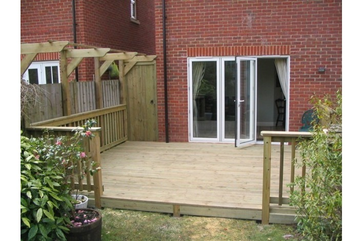3 Panel Bi-folds leading into the garden.